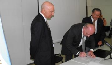 Firma Acueducto con Electroluz Ciancio y Jony Faccioli.JPG