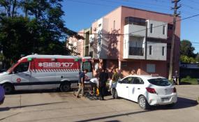 Un ciclista terminó en el hospital luego de chocar contra un automóvil.