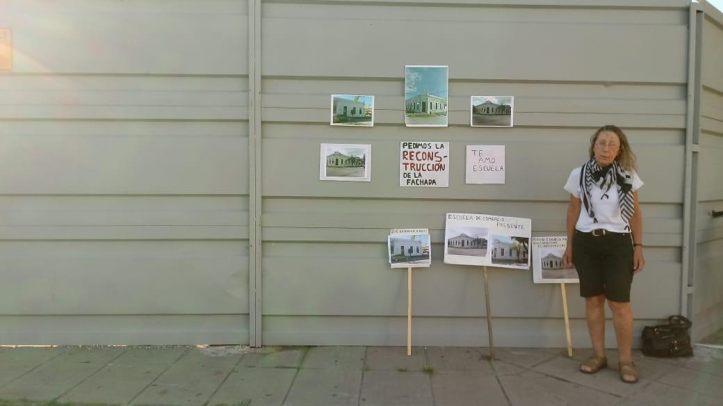 20022020 Alba Zanon reclamando x fachada edificio Vilaseca Escuela Comercio Alvear y General Obligado carteles B.jpeg