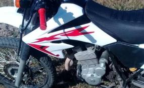 Persiguió al ladrón hasta obligarlo a abandonar la moto sin combustible.
