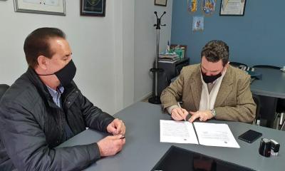 El Intendente Roberto Sponton suscribió el convenio del Programa de Ayudas Directas, Urgentes y/o Complementarias: ACCIONAR, con el Ministro de Desarrollo Social de Santa Fe, Danilo Capitani.