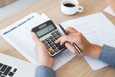 contabilidad-escritorio-finanzas-papel-utilizando_1262-2292.jpg