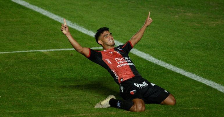 Rafael delgado celebra gol de colón.jpg