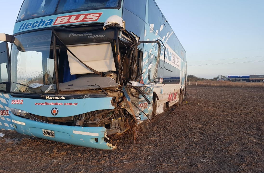 11082018 choque fatal camioneta y flecha bus en vera.jpg
