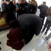 La mujer que besó los pies del abogado Ricardo Degumois
