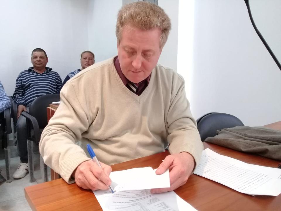 28082018 fiscal Gerosa Aldo firmando.jpg