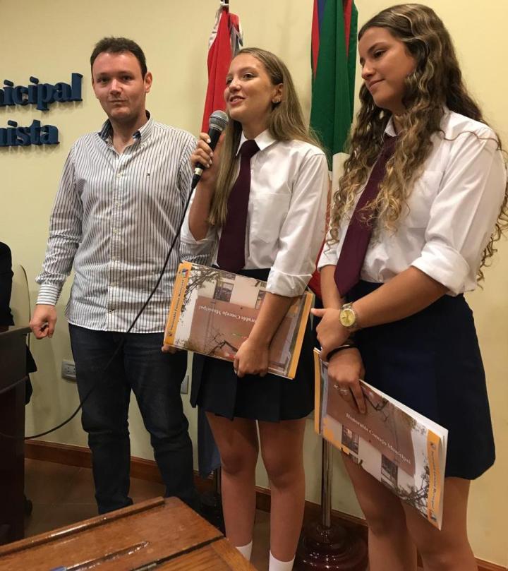 Francisco Sellares con Renata Soria y Giana Saita mejores promedio 2018 b.jpg