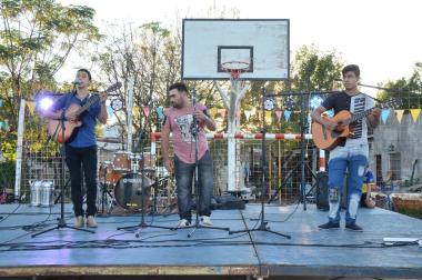 Mi barrio tiene musica (1) (1).jpg