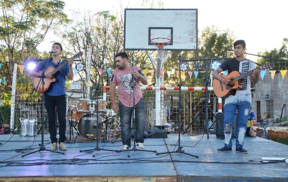 Este domingo la música se instala en Barrio Luján. Todos invitados!