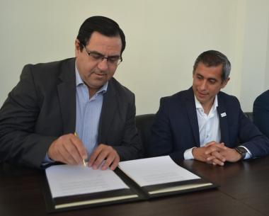 El Intendente Enri Vallejos suscribió un acuerdo de cooperación con la Municipalidad de La Rioja (2).jpg