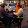 Sin papeles, casco en el codo, moto retenida y Prefectura Naval Argentina controlando el operativo