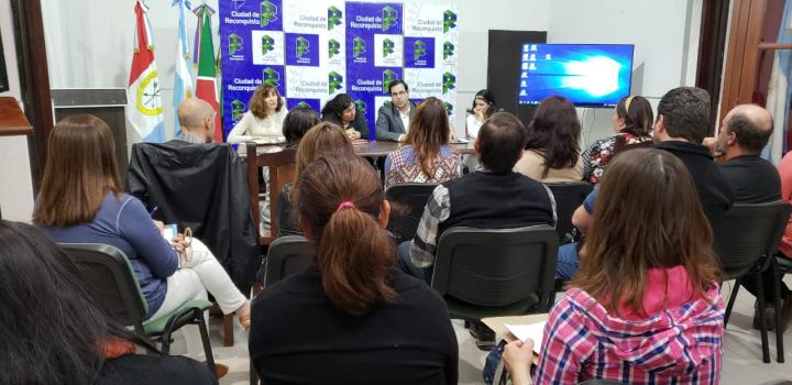 El Intendente Enri Vallejos se reunió con cooperadores escolares II.jpg