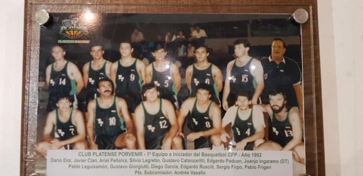 Platense Basquet 1992 homenaje.jpg