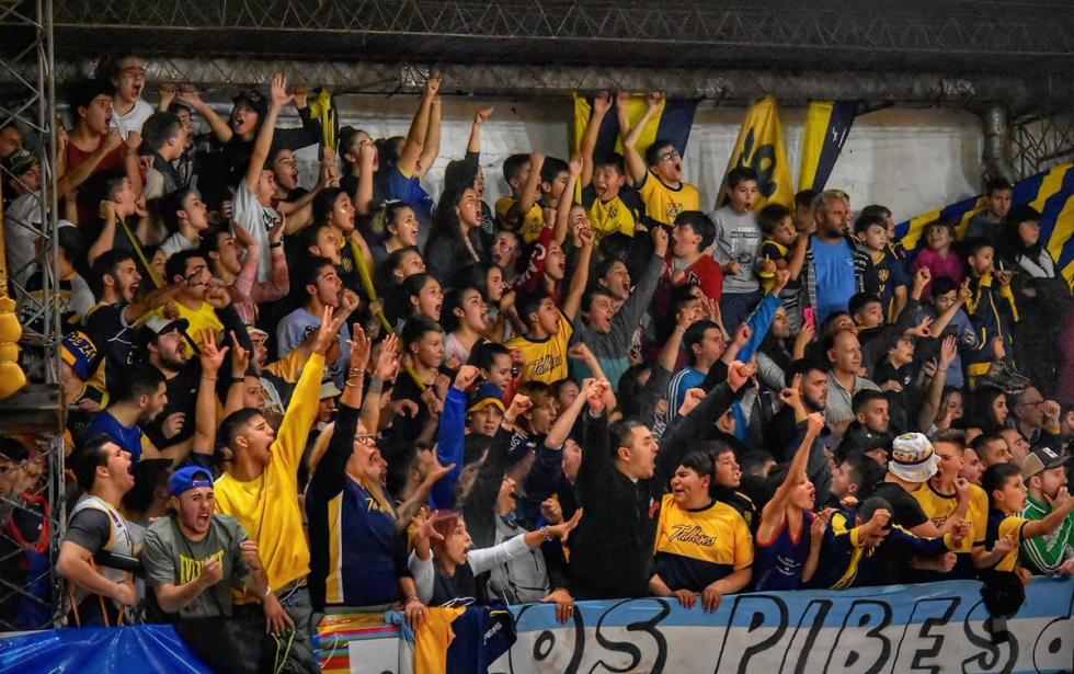 Talleres de Galvez campeón copa santa fe de basquet 2019 hinchada.jpg
