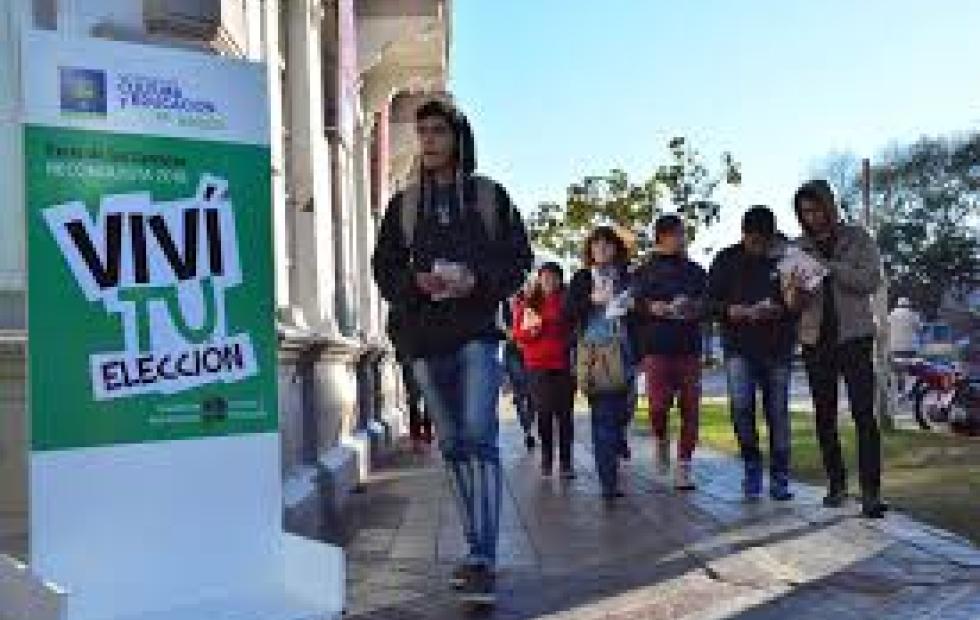 Continúa la Feria del Libro en Reconquista y en el mismo ámbito también se inaugura hoy la Feria de las Carreras.