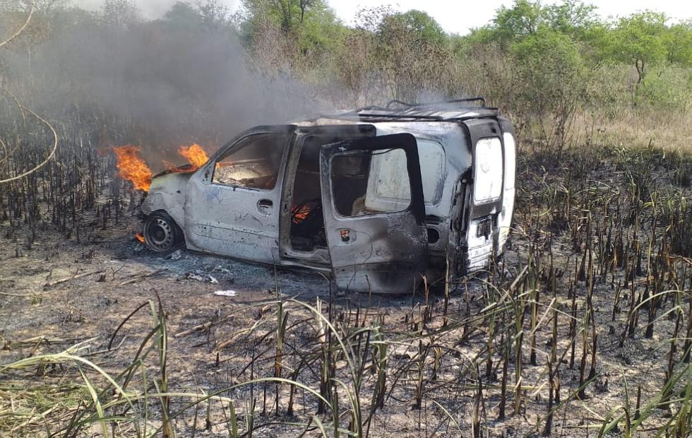 Se despistó un utilitario y se quemó totalmente, qué pasó con los ocupantes del vehículo. Estuvimos en el hospital de Reconquista, lugar donde uno de ellos fue derivado.