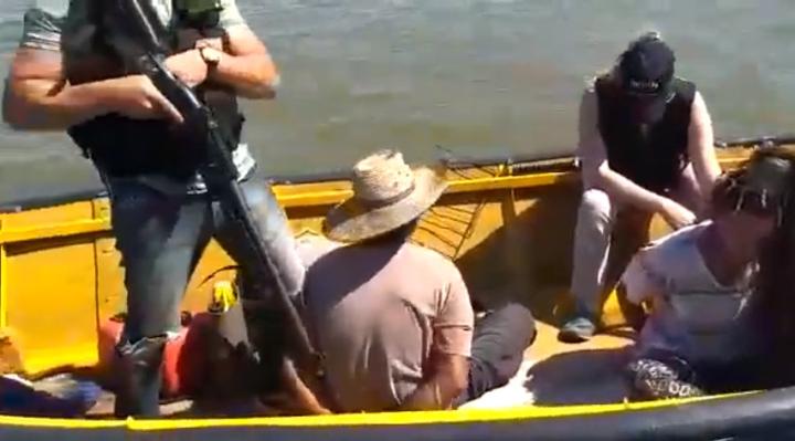 10102019 marihuana en canoa x el río paraná prefectura los detuvo cap pant C.jpg