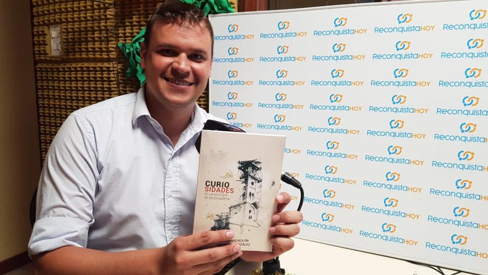 25122019 Leonardo Rolón presentando su libro sobre Curiosidades de la historia de Reconquista.jpeg