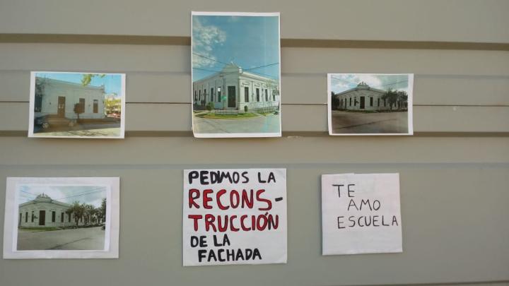 20022020 Alba Zanon reclamando x fachada edificio Vilaseca Escuela Comercio Alvear y General Obligado carteles.jpeg