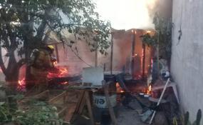 Se incendió una vivienda en Barrio Sarmiento y los daños fueron totales.
