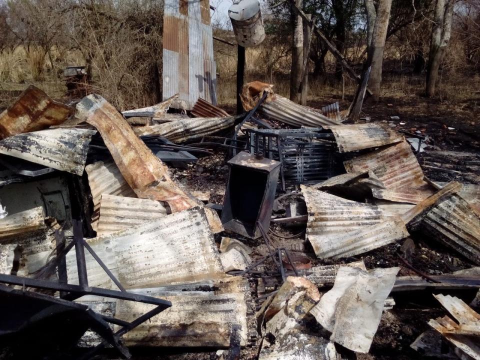 wingeyer colmenas para miel orgánica en Romang quemado todo F.jpg