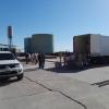 Con el camión ya en la delegación de Prefectura Reconquista, comenzó el recuento de la carga de cigarrillos