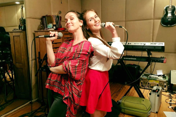 Anna Ivanova rusa con Natalia Oreiro.jpg