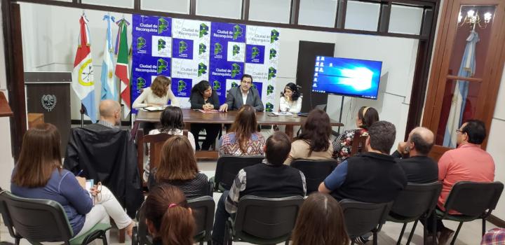 El Intendente Enri Vallejos se reunió con cooperadores escolares.jpg