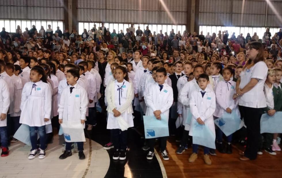 Más de 15 mil chicos realizaron la Promesa de Lealtad a la Bandera simultáneamente en toda la provincia.