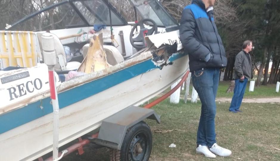 Chocaron dos lanchas en el Paraná Mini y cinco personas sufrieron lesiones. Varias fotos.