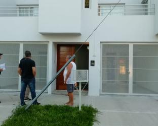 Mientras la propietaria está en Japón ingresaron a robar a su departamento.