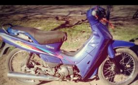 Le robaron la moto y pide que lo ayuden a recuperarla. Hay un número de teléfono para pasar alguna información.