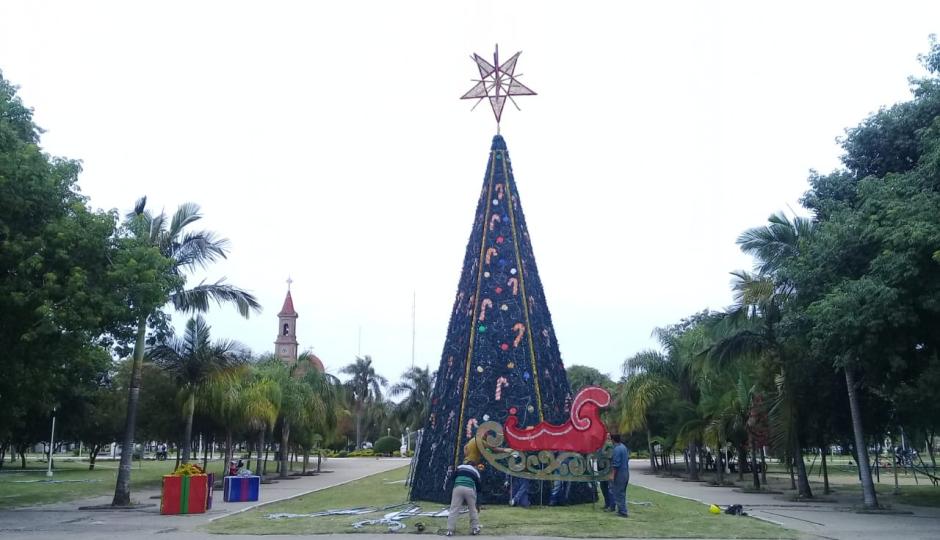 Esta noche Reconquista enciende su árbol de navidad. Mañana lo hará Avellaneda. Aquí las invitaciones a participar de los ya tradicionales eventos.