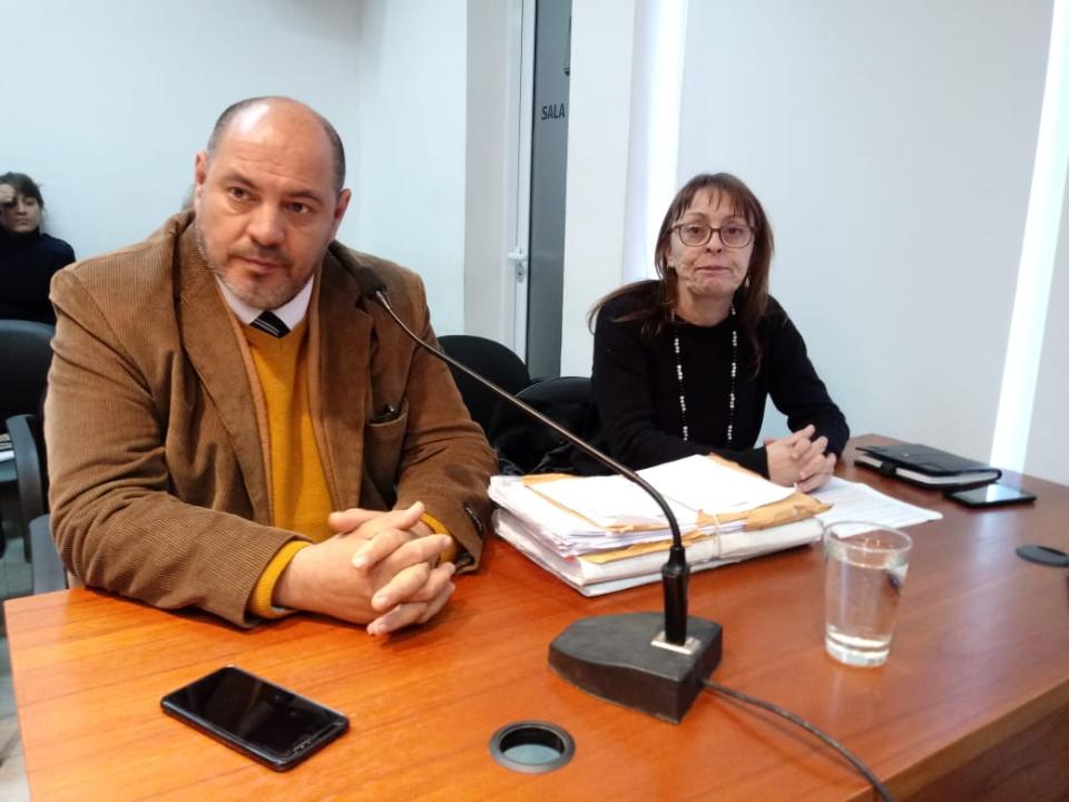 El fiscal del caso, Dr. Alejandro Rodríguez y Cecile Charpentier, hermana de la víctima.