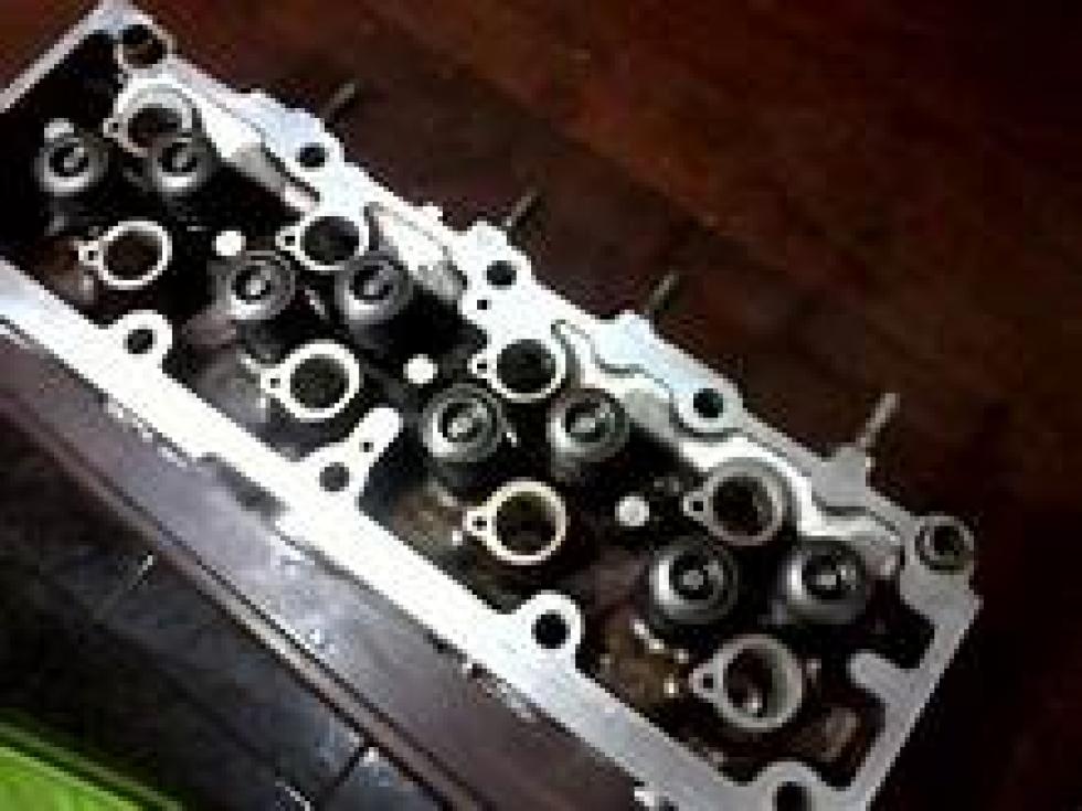 tapa de cilindros 8 valvulas.jpg