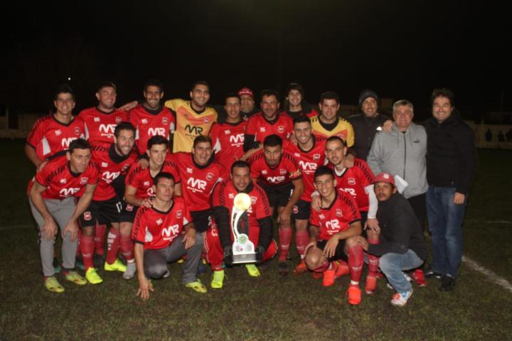 Copa ReconquistaHOY Torneo Apertura 2019 Liga Reconquistense de Fútbol Gus Raffin con plantel by Marilin Rufanacht.jpg