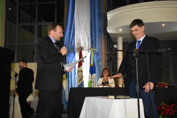 jura Tomas Franzoi nuevo concejal de Avell 06122019.jpeg