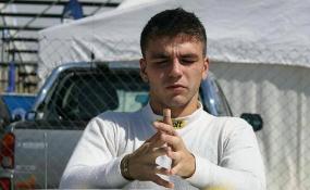 A un piloto del automovilismo nacional le secuestraron la camioneta por conducir alcoholizado en Reconquista. Había chocado un auto y fue perseguido por la policía.