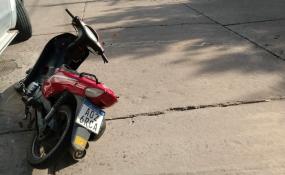 En Sarmiento y San Lorenzo colisionaron una camioneta y una moto, los ocupantes de la motocicleta fueron trasladados al hospital.