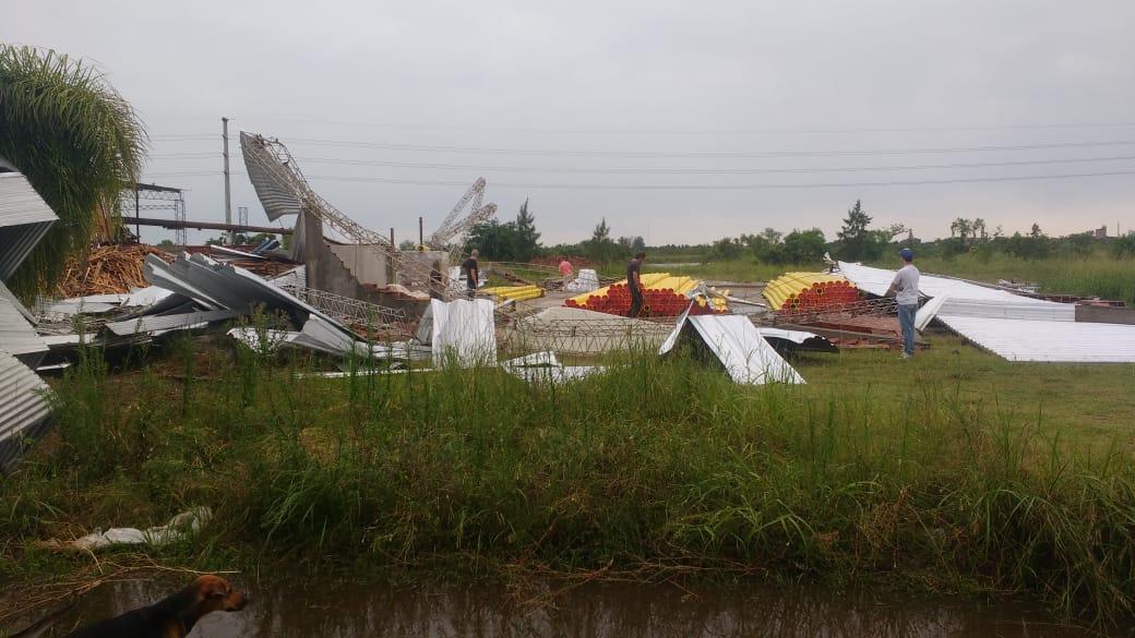15122019 temporal destrozos parque industrial Avellaneda CAÑOS del GASODUCTO al desnudo Metalúrgica ZECHÍN.jpeg