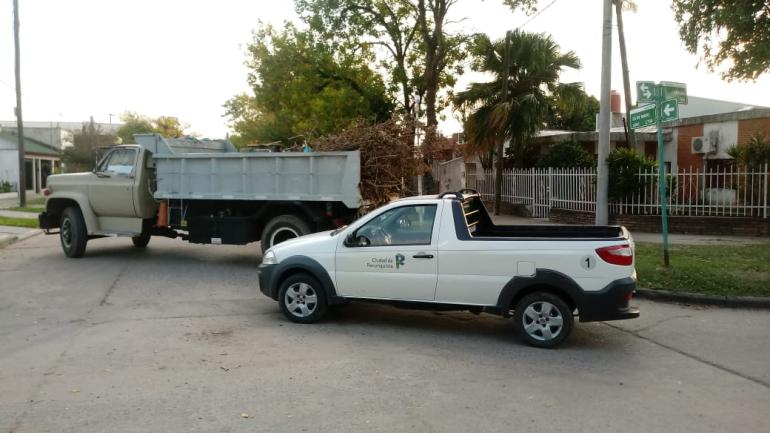 Operativo descacharrado de la Municipalidad de Reconquista de una vivienda particular.