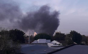 Sigue el incendio de pastos en la ciudad de Reconquista. Debieron salir de urgencia los Bomberos Voluntarios. Nota con Video.