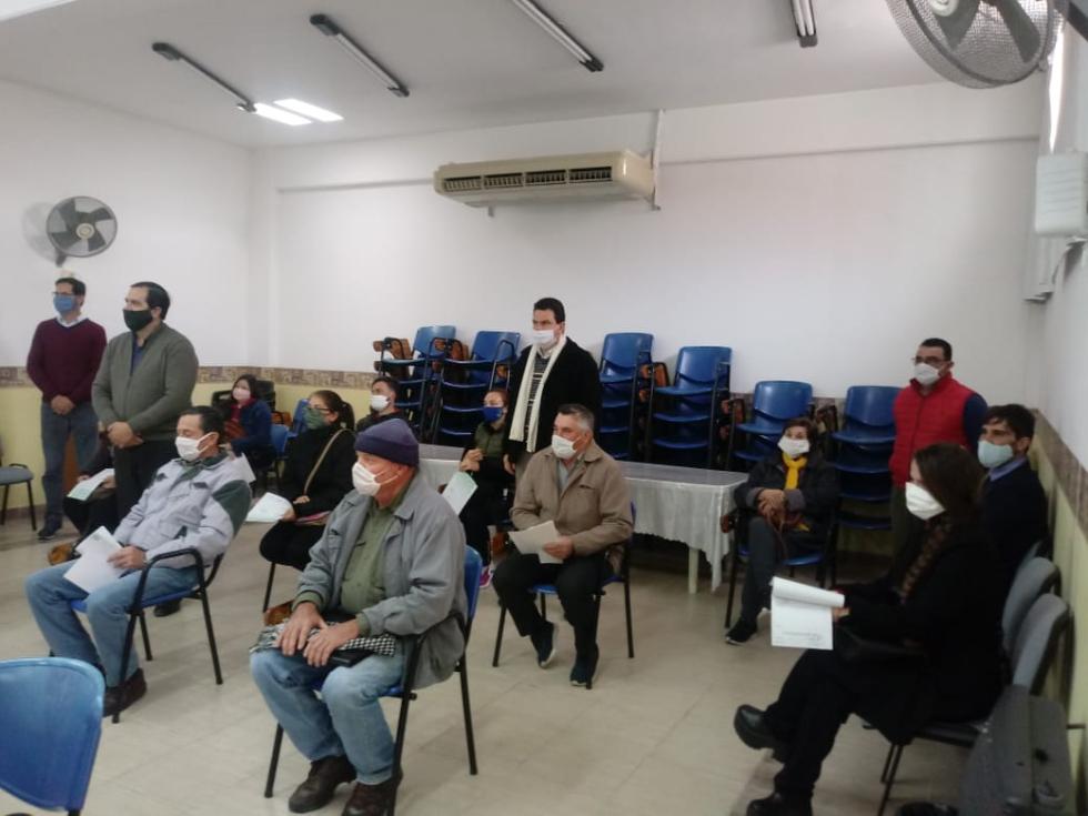 Entrega de créditos en la Asociación para el Desarrollo Regional.