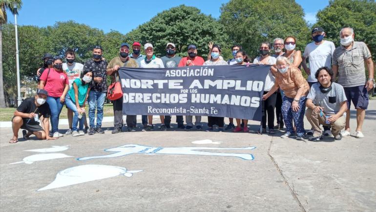 Norte Amplio por los Derechos Humanos pintadas en plaza 25 de mayo.jpg