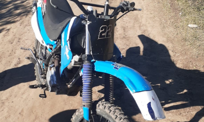 Policías identificaron a dos motochorros, recuperaron algo de lo robado, les secuestraron la moto ...y siguen en libertad.