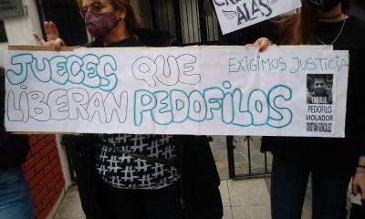Vecinos se manifestaron frente a Tribunales contra los jueces que dan beneficios a los imputados por abusos sexuales. Martelossi y Basualdo en la mira.