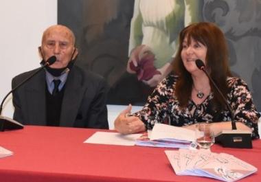 """El escritor local de 80 años, Ancelmo Zampar presentó el libro """"A mi manera"""" en el Auditorio Municipal de Avellaneda"""