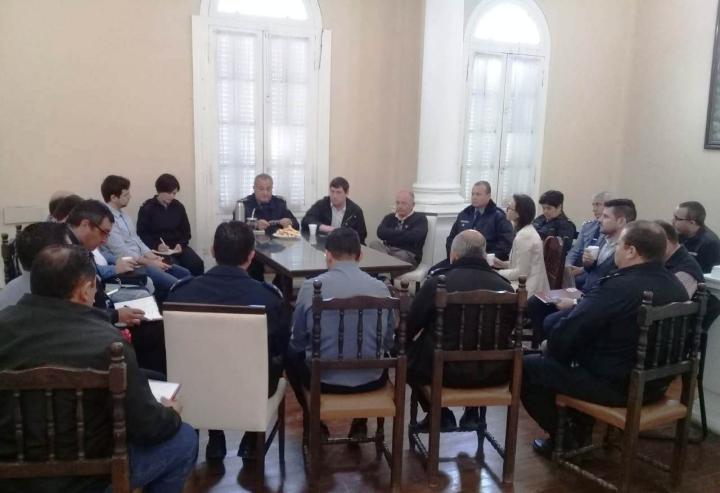 Reunión con fuerzas de seguridad eventos privados y seguridad vial (1).jpg