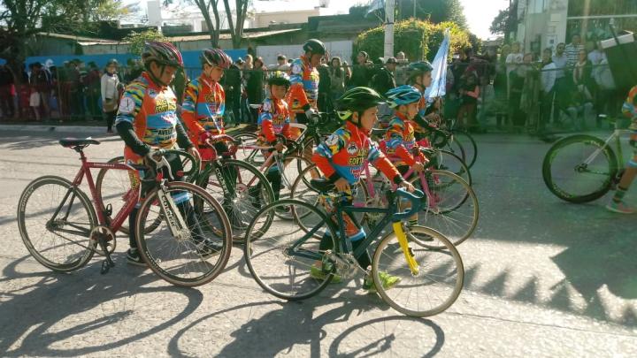 09072019 desfile ciclistas.jpg