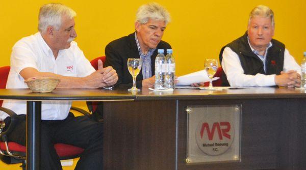 El presidente de la Mutual Romang FC, Alberto Bieri, junto al senador provincial por San Javier, José Baucero, quien impulsó la ley..jpg